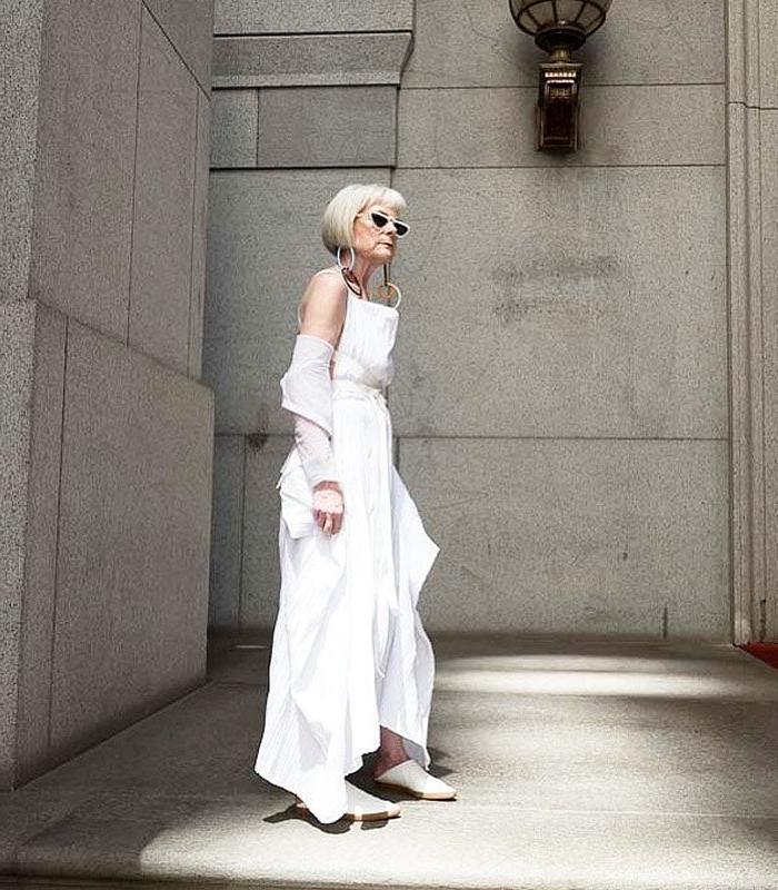 Как одеваться миниатюрным женщинам и выглядеть стильно: подборка модных образов для дам за 40