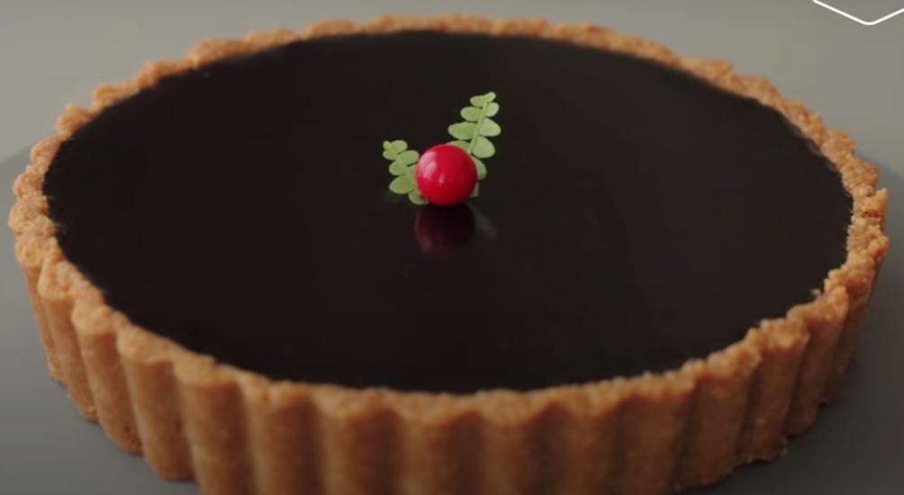 Хрустящий тарт Два шоколада - роскошное лакомство для любителей всего шоколадного