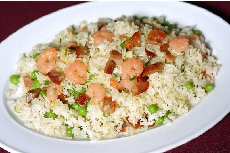 Готовим рассыпчатый рис, не прибегая к помощи плиты. Несколько простых советов, которые помогут даже неопытной хозяйке