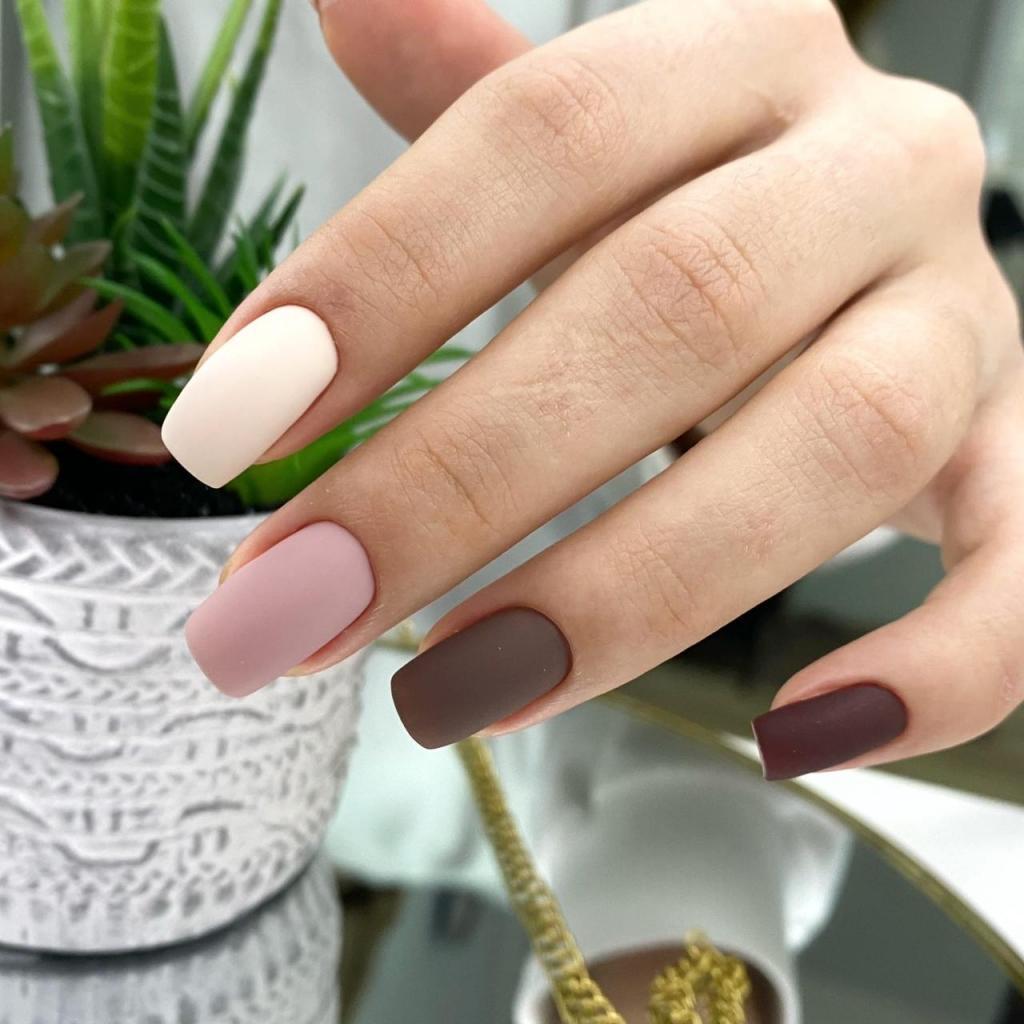 Идеи красивого маникюра на короткие ногти: модные дизайны 2021 года