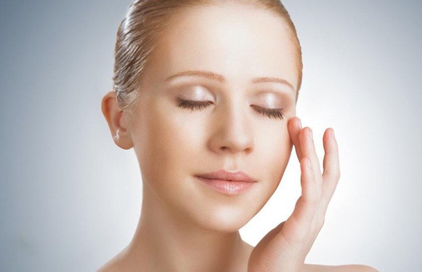 Как правильно подобрать крем для кожи вокруг глаз: советы косметологов