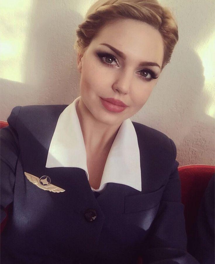 Селфи принесло популярность: красота российской стюардессы привела в восхищение многих мужчин планеты