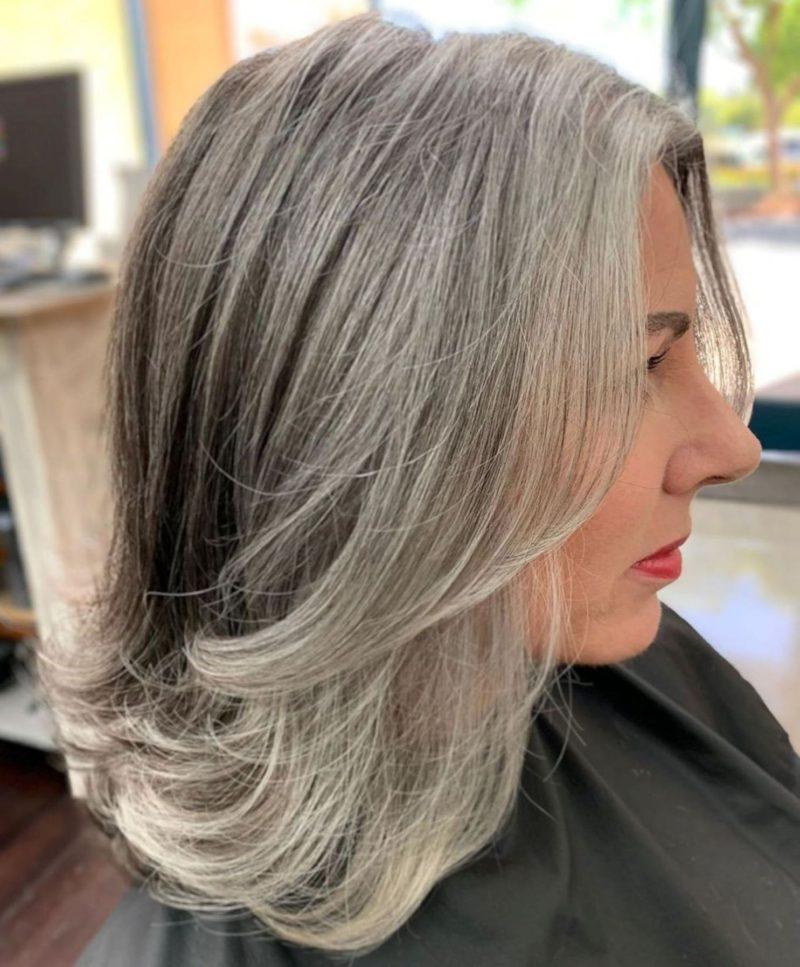 Седина ей к лицу: стильные варианты причесок для женщин с седыми волосами (фото)