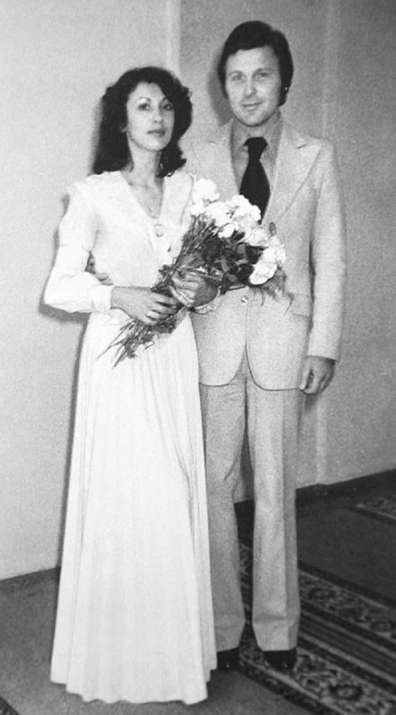 Многих не узнать: 10 свадебных фотографий советских знаменитостей