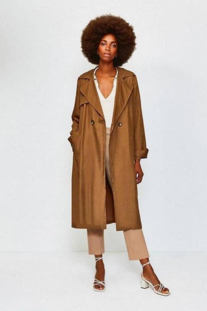 Платье миди, плетеные сумки и юбки плиссе. Что стоит прикупить к весне настоящим модницам