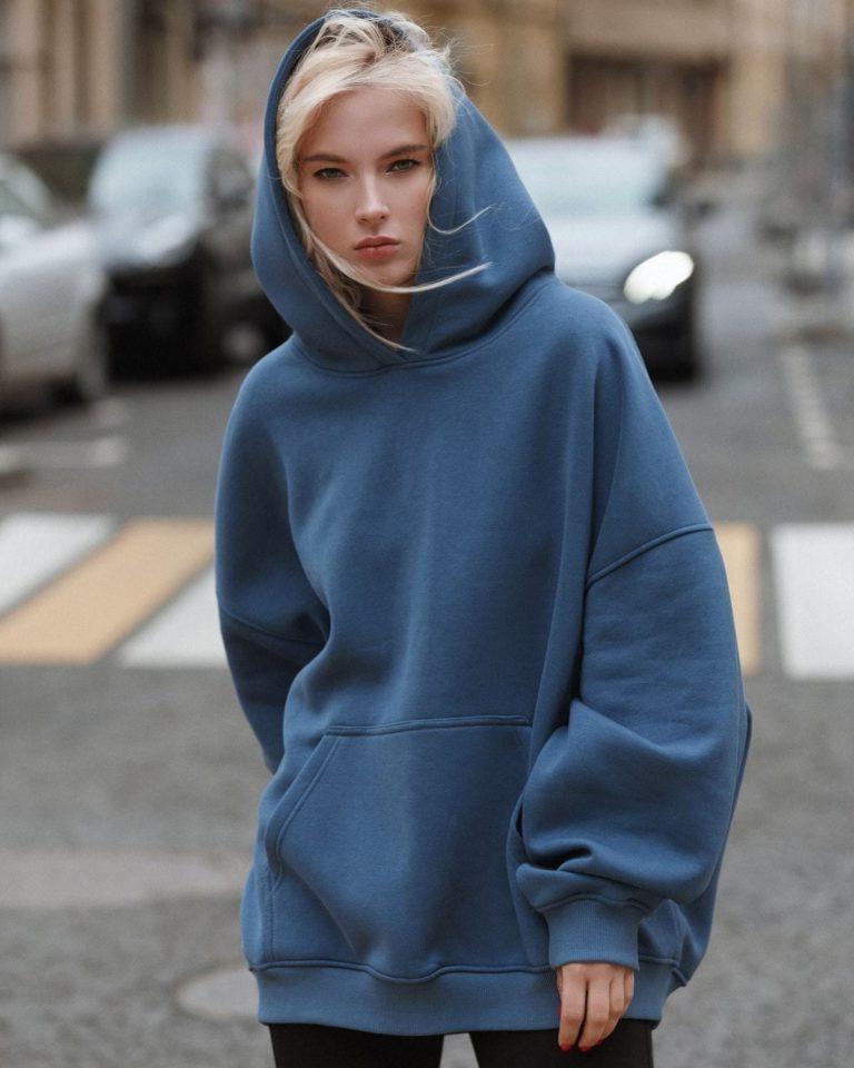 На смену шубе и пуховику: самые модные модели свитеров, толстовок и кардиганов