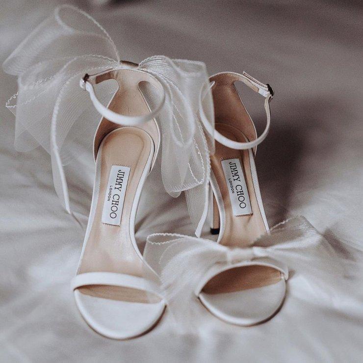 Планируете выйти замуж весной или летом 2021 года? Подборка трендовой свадебной обуви, которая подчеркнет изящность ног и красоту свадебного платья