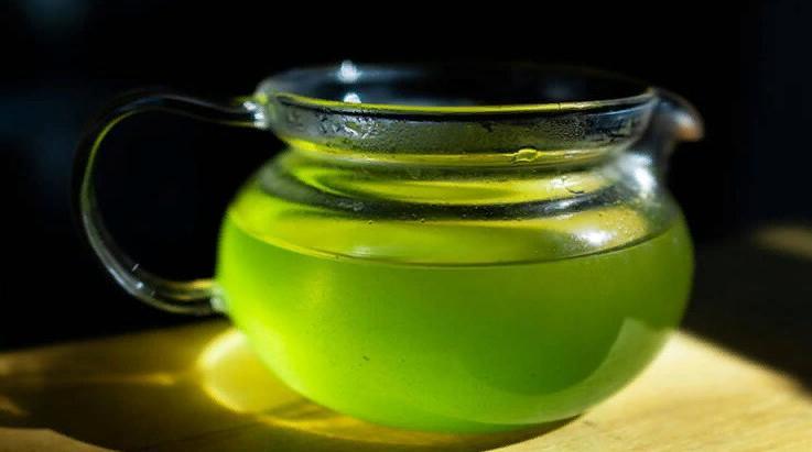 Секрет фарфоровой кожи японок в чае сенча: очищаются поры и не выделяется жир