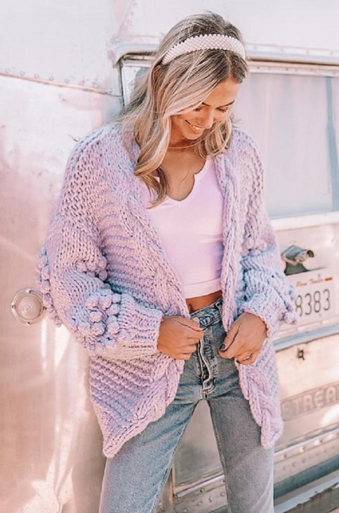 Леопардовая юбка с футболкой и еще 9 трендовых нарядов на весну 2021