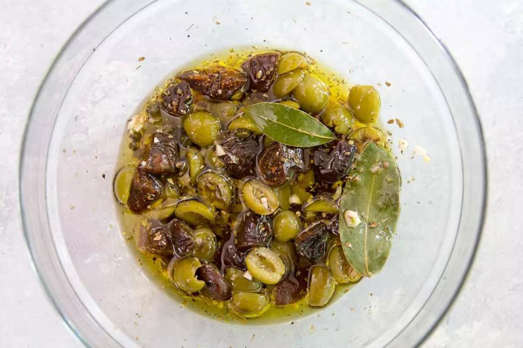 Свинина получится нежнейшей. Средиземноморское блюдо с оливками и инжиром, которое легко приготовить у себя дома