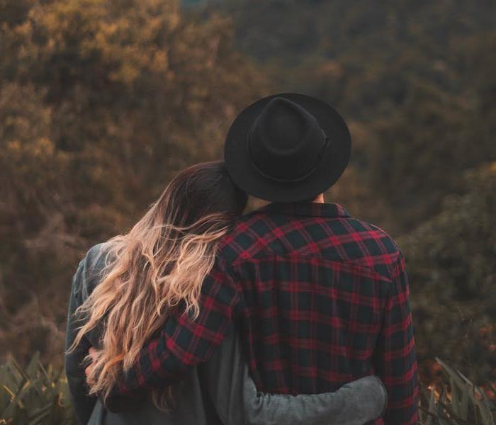 Чувство юмора, безопасность и доверие: вещи, которые важнее физического влечения, когда дело касается любви