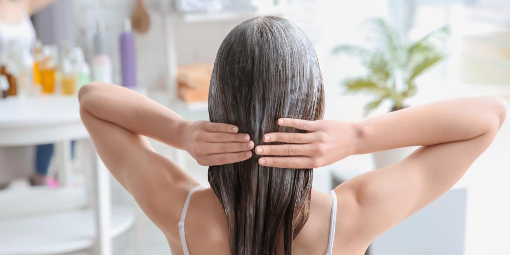 Укрепляем волосы к весне: сначала делаем скраб для кожи головы (эффективные советы)
