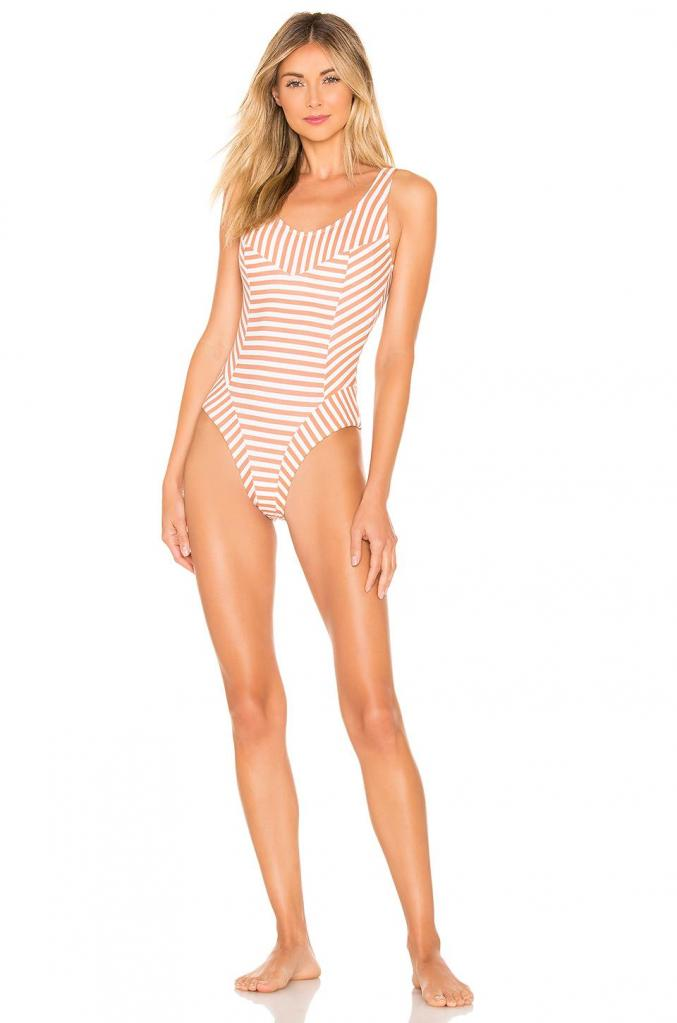 Закрытые купальники – находка для скромниц и женщин с формами: трендовые модели