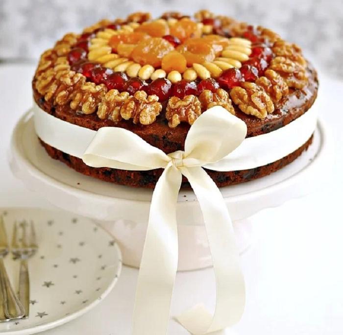 Яркий и вкусный пирог с сухофруктами и джемом: сладости можно брать любые, по своему вкусу