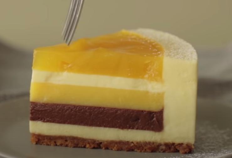 Желатиновая вкусняшка на праздничный стол: готовим чизкейк с манго и шоколадом