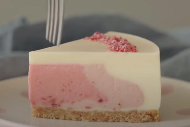 Домашний чизкейк без выпечки: нежнейшее лакомство со вкусом клубники