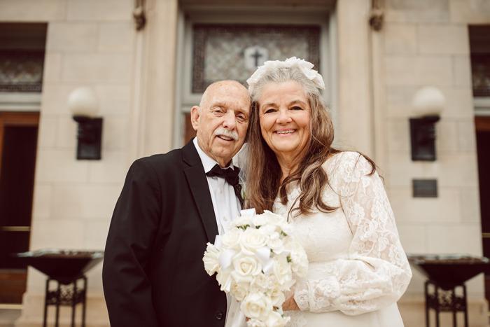 Пара спустя 50 лет повторила свадебные фото: трогательный жест оценили в Сети