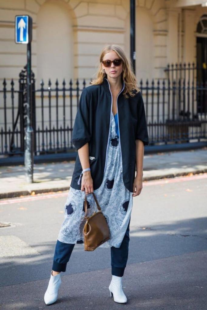 Платье поверх брюк – трендовое сочетание сезона весна-лето 2021