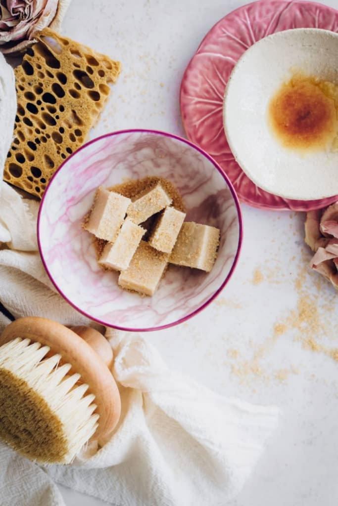 Пора готовить кожу к теплой погоде: простые рецепты скрабов для тела домашнего приготовления
