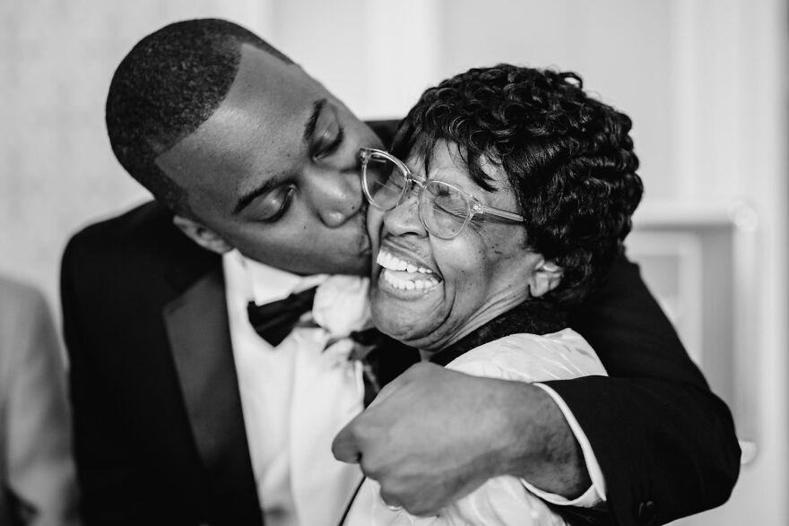 10 трогательных фотографий матерей на свадьбах своих детей. Снимки со всего света