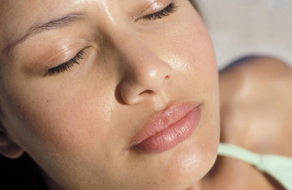 Как избавиться от чрезмерной жирности кожи лица: выбирайте косметику со сниженным содержанием липидов