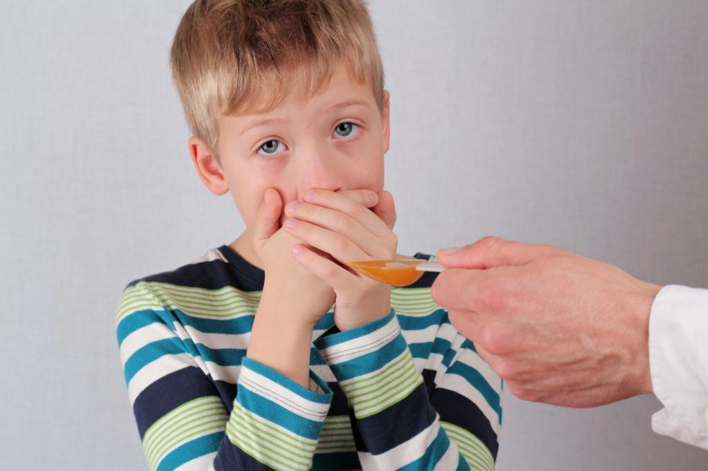 Обратная психология: как заставить ребенка принять лекарство без истерики