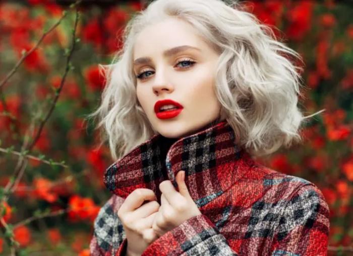 Длинные прямые волосы: 3 трендовые прически, с которыми вы будете выглядеть стройнее