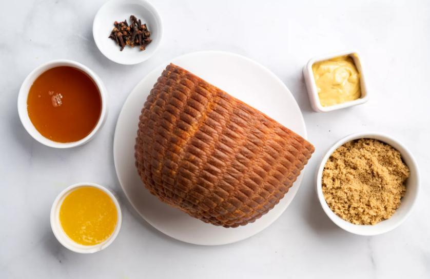 Нежная ветчина в медовой глазури станет украшением стола. Готовится очень просто