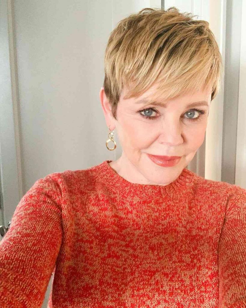 Чтобы выглядеть моложе: модные короткие стрижки для женщин старше 60 лет