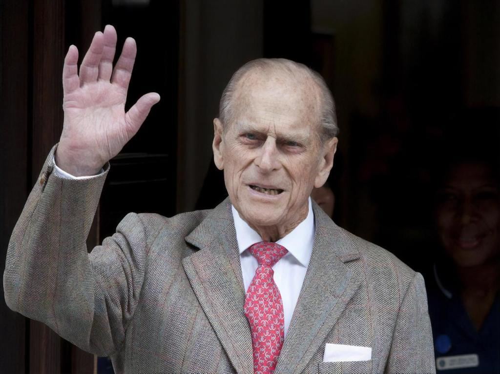 Ненавидел дураков и всегда был внимателен к жене: что говорят о принце Филиппе его подчиненные