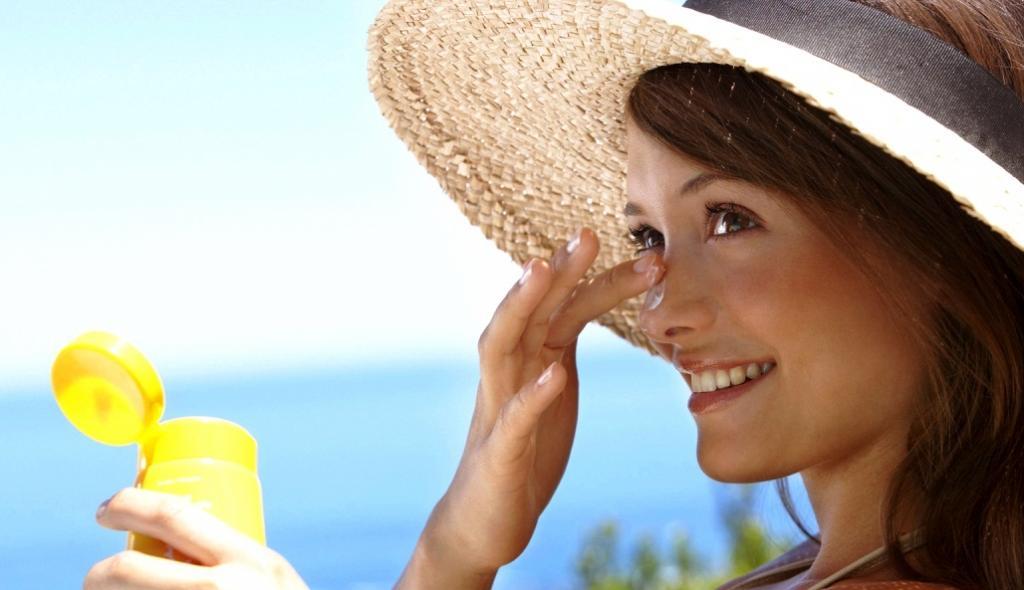 Кондиционер для волос не должен попадать на тело: неожиданные бьюти-секреты, о которых знают только косметологи и дерматологи