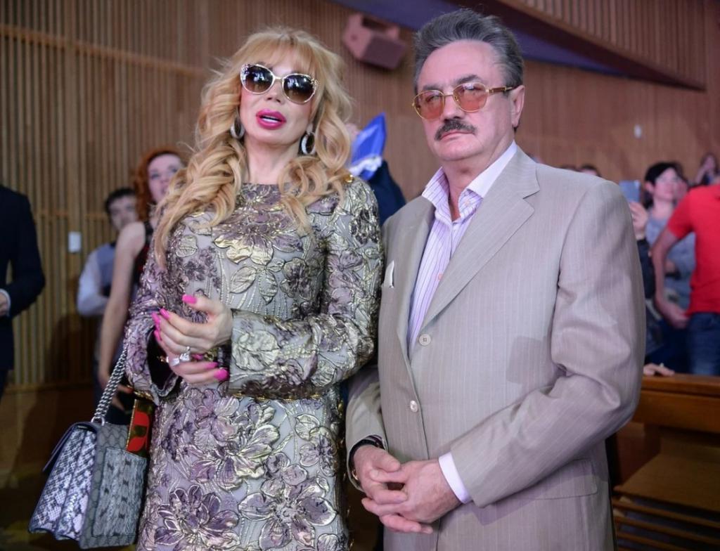 Кто муж Маши Распутиной, за которого она вышла замуж в 1999 году и родила дочь Машу. Чем он занимается