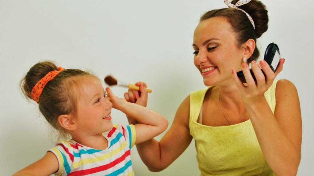 Тонирование бровей и увлажнение: мамы поделились советами по красоте, когда времени ноль