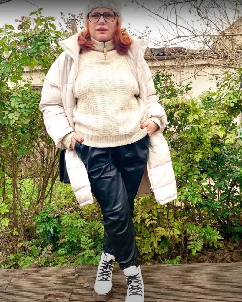 И даже на работу: как стильно носить джоггеры женщинам за 50 (советы и примеры)
