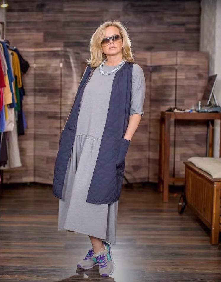 Чтобы не выглядеть так, будто донашиваем за внучкой: как носить модные кроссовки весны женщинам за 60 (модные модели и стильные примеры)
