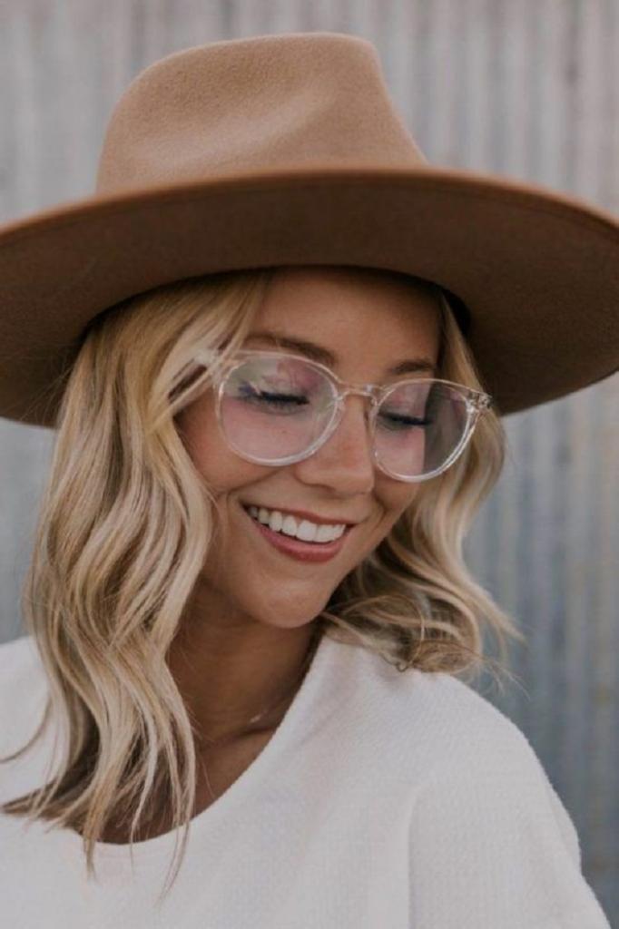 Незаменимый аксессуар для делового образа: какие очки выбрать, чтобы быть модным в этом сезоне