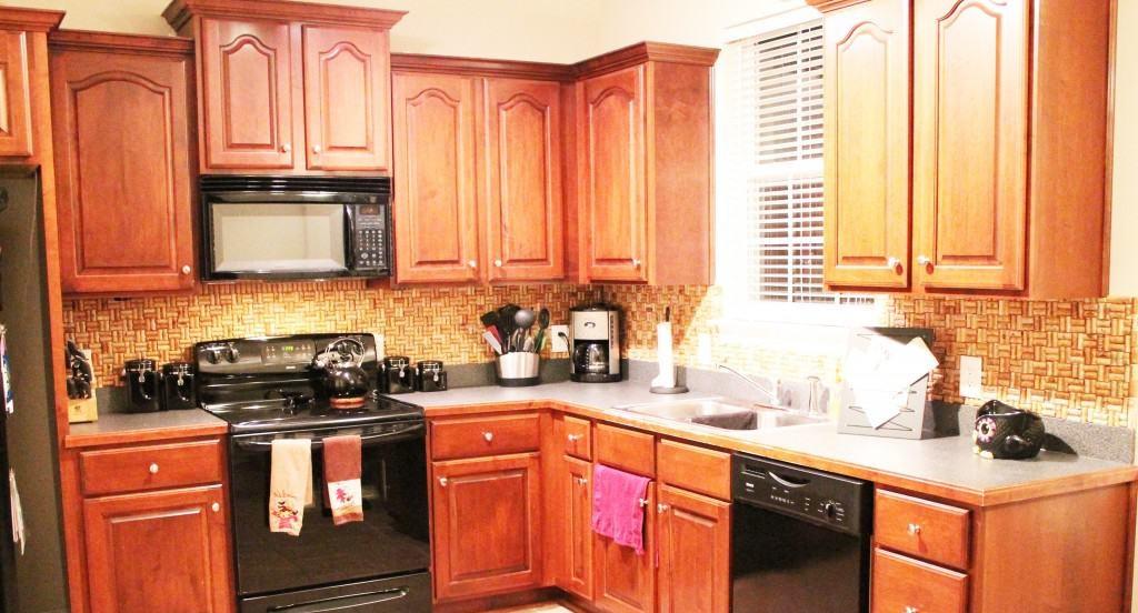 Делаем красивую и необычный кухонный фартук своими руками: нужны винные пробки