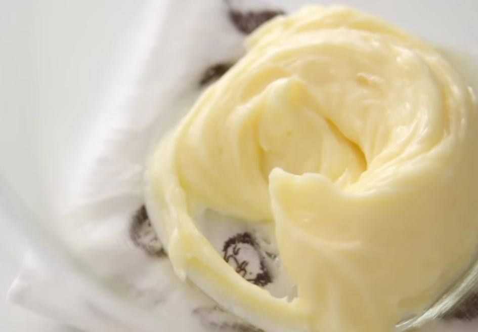 Аппетитный тортик с шоколадной начинкой и сливочным кремом: рецепт