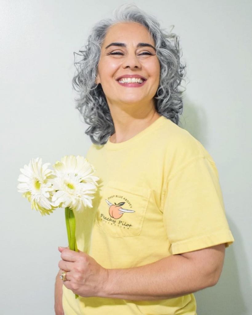 Громбре – новый тренд: почему женщины больше не спешат закрашивать седину
