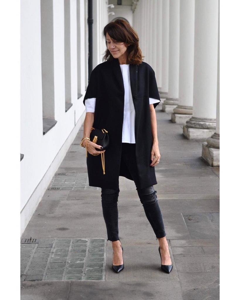 Белые кроссовки и не только: летняя обувь для женщин старше 50, которая прекрасно подходит к любой одежде