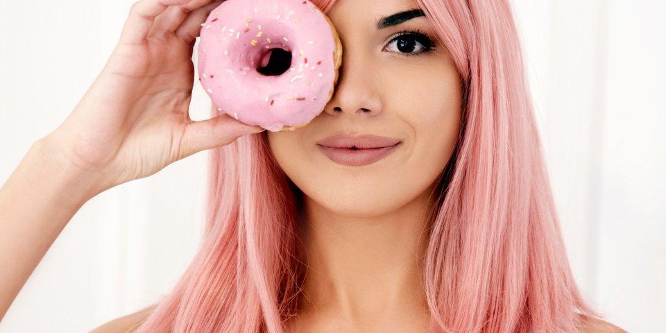 Пора перекрашиваться: самый модный цвет волос лета 2021   светло клубничный