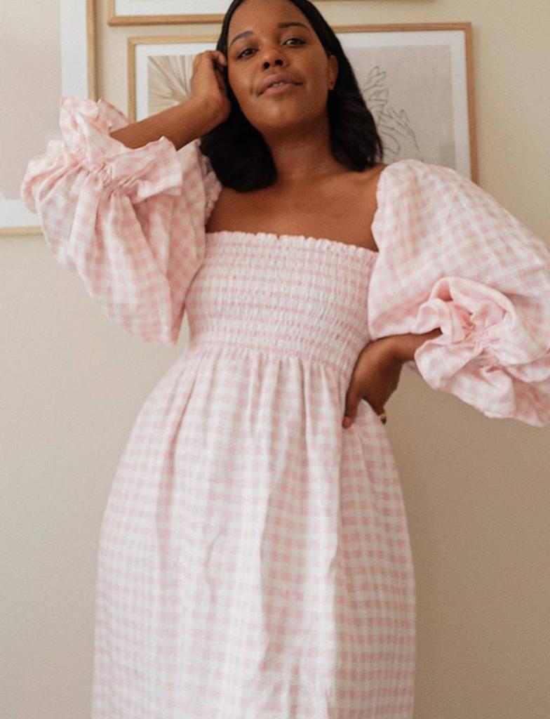 Модель платья, которая подойдет всем. Пышные рукава и резинка на поясе или лифе