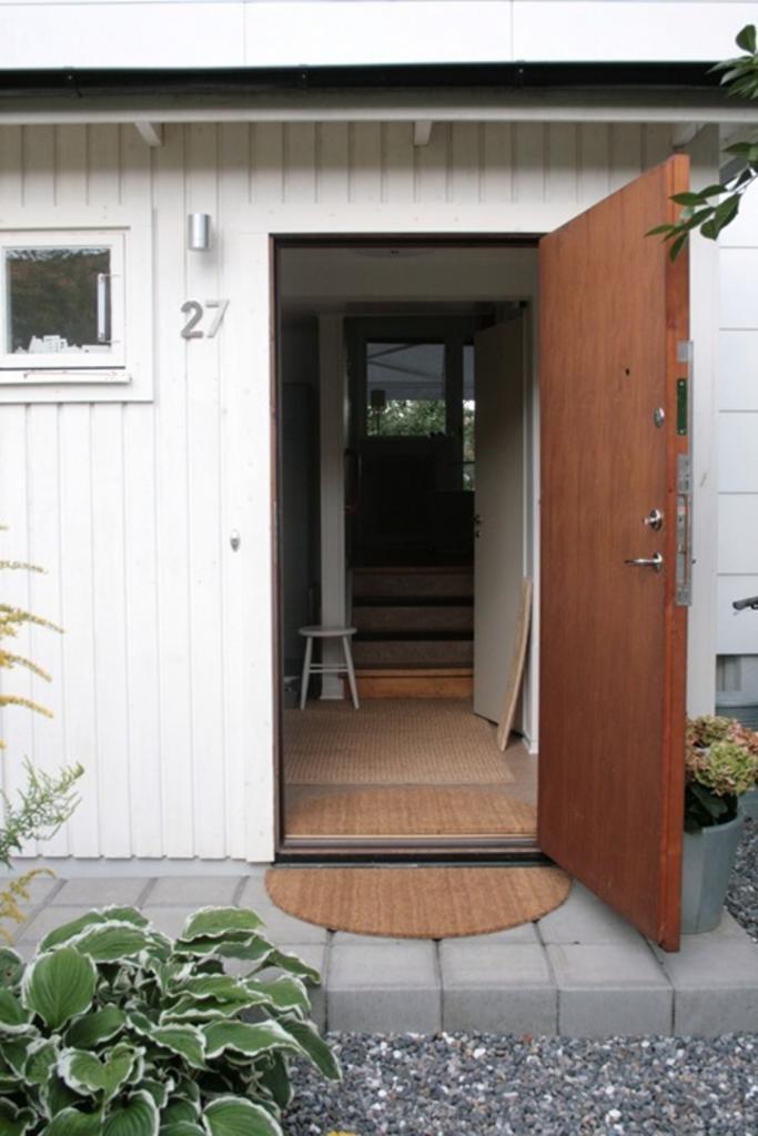 Как из обычного коврика сделать симпатичный комплект для входной двери. Это просто и отлично смотрится