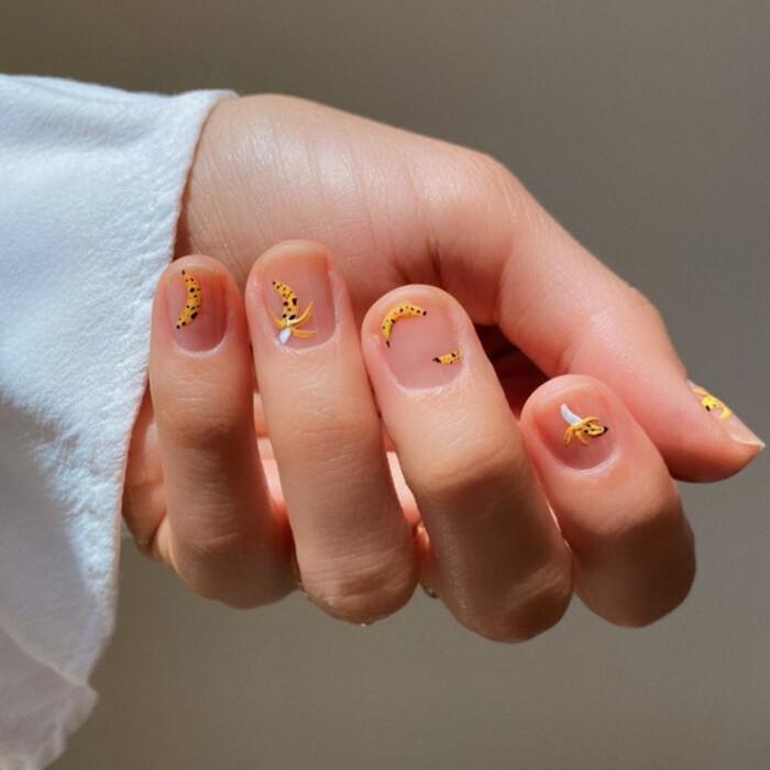 Пусть не длинные, зато элегантно: как украсить короткие ногти трендовыми рисунками лета (идеи и советы)
