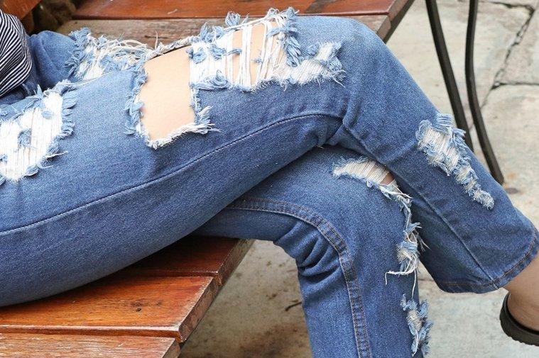 Мода на рваные джинсы пришла не просто так: история ее скрывается за войной