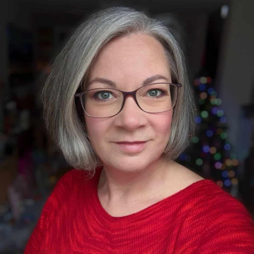 Какую прическу сделать тем, кто носит очки: подборка модных вариантов для женщин за 60