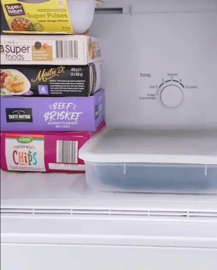 Трюк с холодильником: как стирать меньше и сохранить вещи свежими