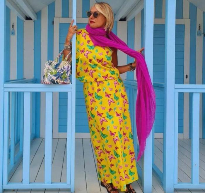 Буйство цвета и минимум запретов: как зрелой даме вписать в свой гардероб яркое летнее платье (модели и советы)