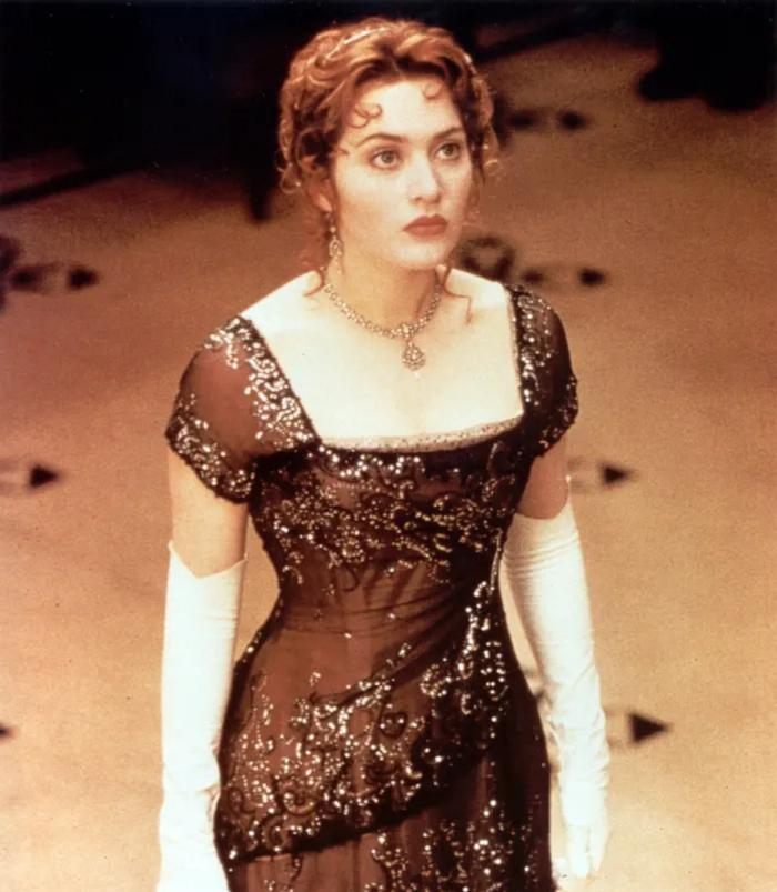 Из  Титаника ,  Унесенных ветром  и других культовых фильмов: платья иконы, подаренные нам кинематографом