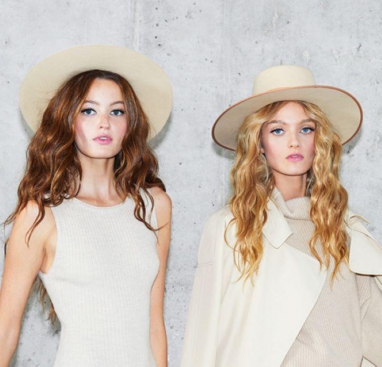 Модно и стильно: с чем правильно сочетать головные уборы летом 2021